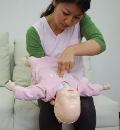 胸部圧迫(突き上げ)法
